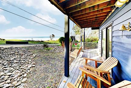 Modern Beachside Hideaway with Decks & Fireplace - Arch Cape, Oregon