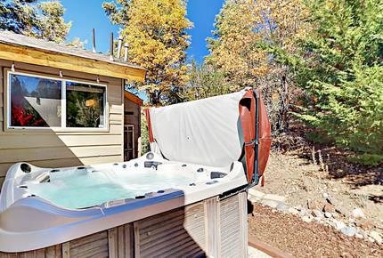 Luxe Getaway with Big Mountain Vistas & Hot Tub
