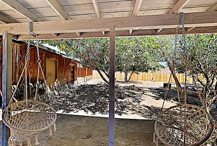 Rawhide Ranch: Desert Stunner w/ Backyard Oasis - Pioneertown, California
