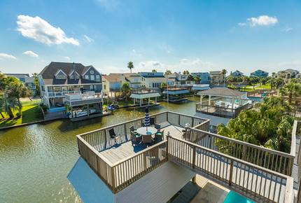Gorgeous Canal Home w/ Private Dock, Pool & Spa