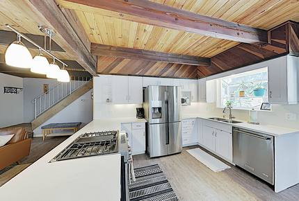 Sparkling Mountain-View Cabin on Corner Lot