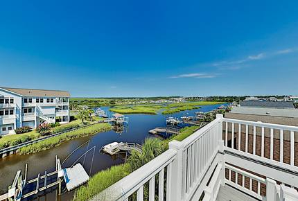 Canal Dream Home w/ Private Dock & Crow's Nest