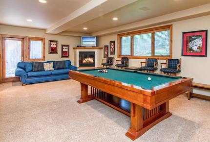 Luxury Home w/ Hot Tub & Sauna – 1 Block to Beach!