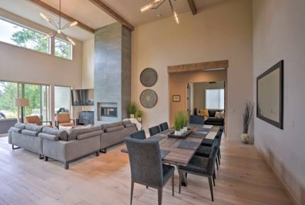 Beautiful New Bend Home - Close to it All!