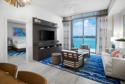 One Particular Harbour-Premium Ocean View Queen Studio