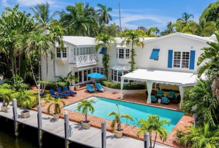Parrot Hall in the Exclusive Las Olas Isles