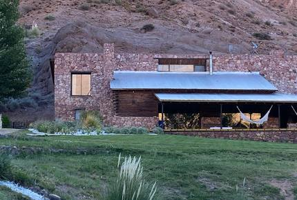 ARGENTINIAN MOUNTAIN REFUGE WITH 5 PRIVATE VINEYARDS
