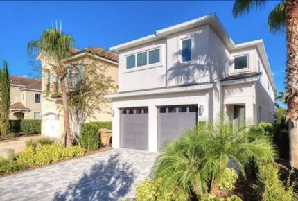 Whimsical West Village Villa - Reunion, Florida