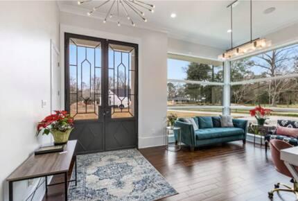 Modern Retreat with Great Views - Baton Rouge, Louisiana
