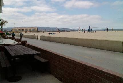 HERMOSA'S FABULOUS BEACHFRONT - ON 'THE STRAND'