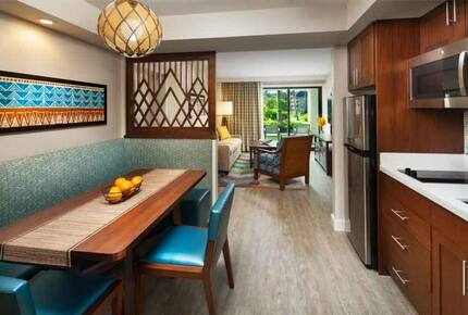 Home Exchange, Sheraton Kaua'i Resort unit, dining area with booth