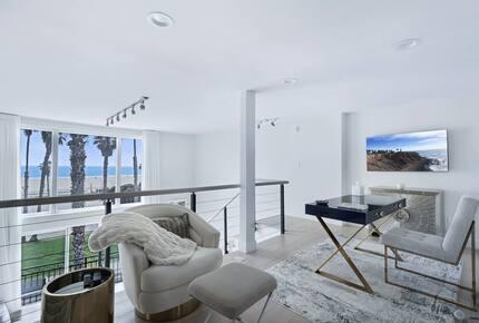Iconic California Beach Getaway - Santa Monica, California
