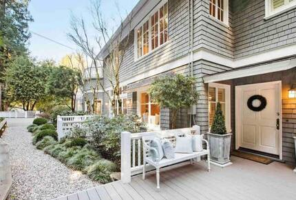 Home exchange in Mill Valley CA, front patio with bench seating