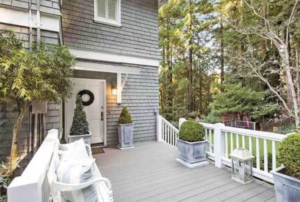 Home exchange in Mill Valley CA, patio deck leading to front door