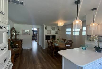 Home exchange in Avalon, CA, dining room area