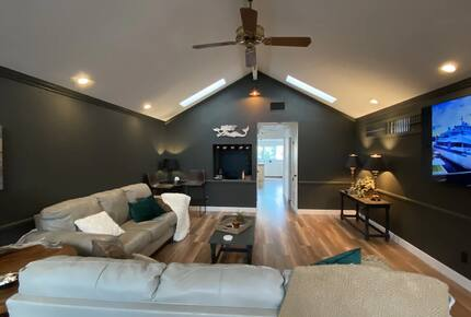 """Home exchange in Avalon, CA, living room with 75"""" Samsung Smart TV"""