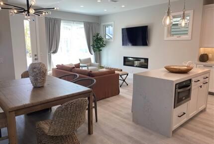 Home exchange in Newport Beach CA, open floor plan dining area