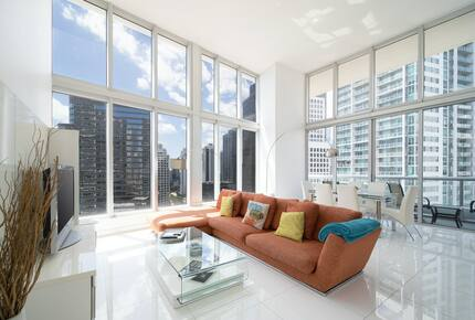 Home exchange in Miami FL, living room with city views