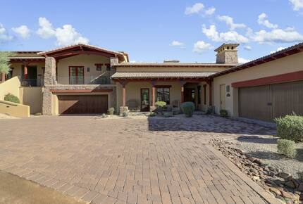 Home exchange in Scottsdale AZ with garage and brick driveway