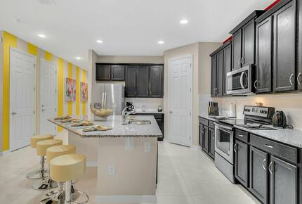 Home exchange in Kissimmee FL, kitchen with island that seats 4