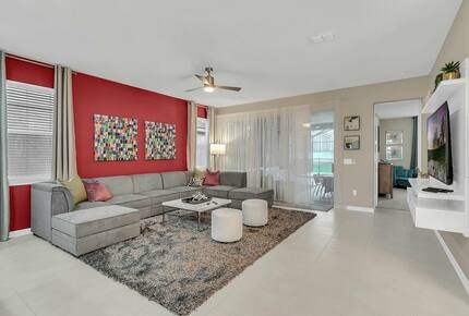Home exchange in Kissimmee FL, living room with red accent wall