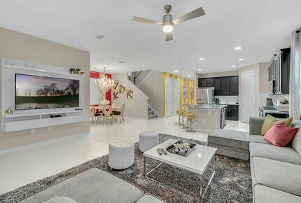 Home exchange in Kissimmee FL, modern living room with flatscreen TV