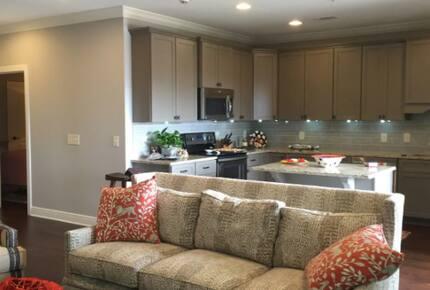 Home exchange in Auburn AL, living room with comfortable sofa