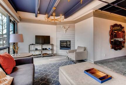 Home exchange in Crested Butte CO, living room with fireplace & TV