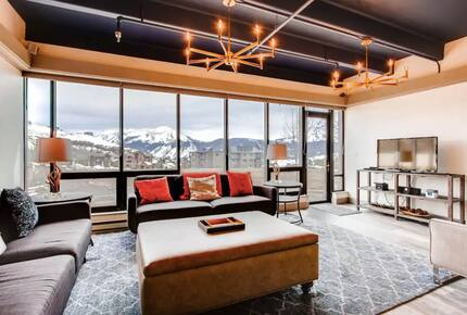 Home exchange in Crested Butte, CO, floor to ceiling windows