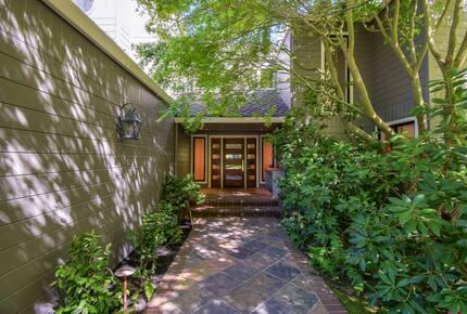 Home exchange in Mill Valley CA, pathway leading to front door