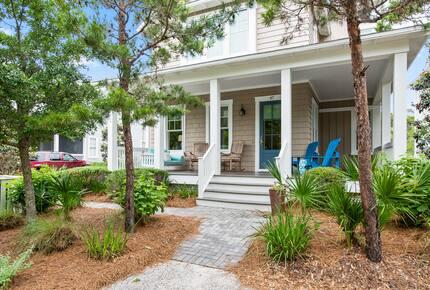Home exchange in WaterSound FL, landscaping around front porch
