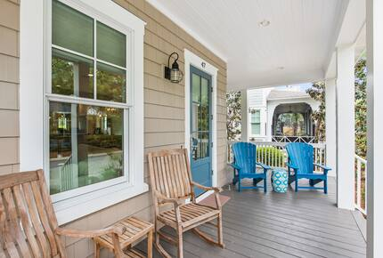 Home exchange in WaterSound FL, front porch with seating