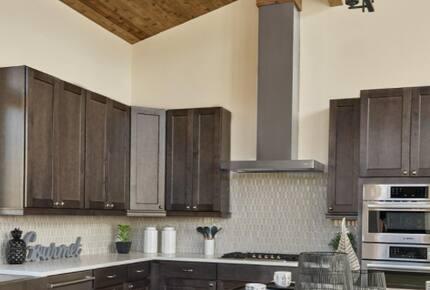 Home exchange in Fraser CO, kitchen with range hood & dark cabinets