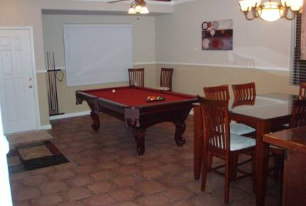 Home exchange in San Tan Valley AZ, pool table and dining table