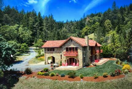 Home exchange in Calistoga CA, beautiful stone exterior and patios