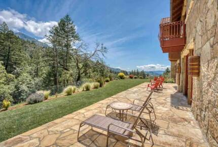 Home exchange in Calistoga CA, stone patio with seating