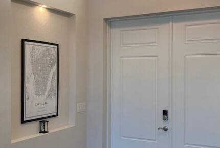 Home exchange in Cape Coral FL, entryway with decor & white doors