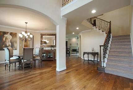 Home exchange in Woodlands TX with arched doorways