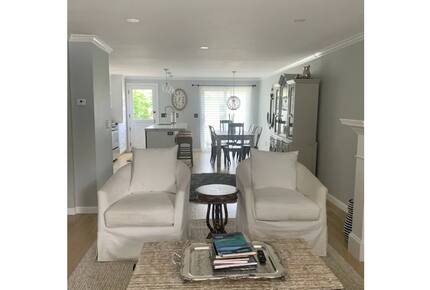 Home exchange in Charlestown MA, main floor family room with seating