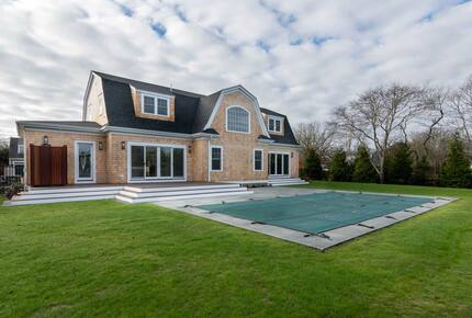 Home exchange in Martha's Vineyard with 14x30' heated inground pool