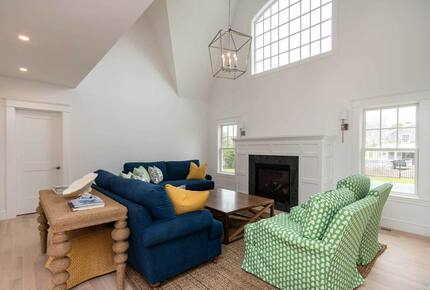Home exchange in Martha's Vineyard, living room with fireplace