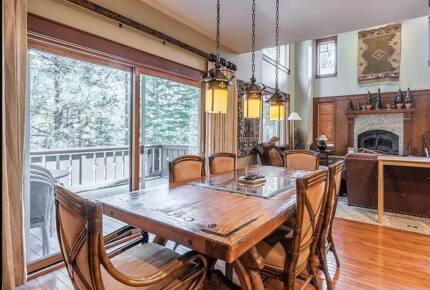 Mammoth Lakes Townhome on the 17th Fairway—Golf and Ski Getaway - Mammoth Lakes, California
