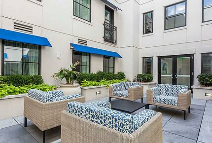 Home exchange in Charleston SC, interior courtyard with soft seating