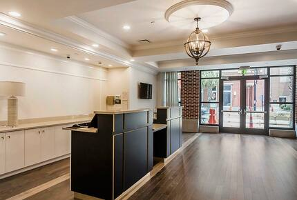 Home exchange in Charleston SC, lobby front entrance at King 583