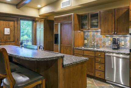 Home exchange in Aspen CO, kitchen with granite counters & Alderwood