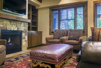 """Home exchange in Aspen CO, living room with gas fireplace & 42"""" HDTV"""