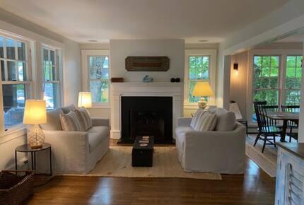 Vineyard Time - Edgartown, Massachusetts