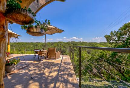 Firesong Ranch and Glamping - The Casita and Ndotto - Spicewood, Texas