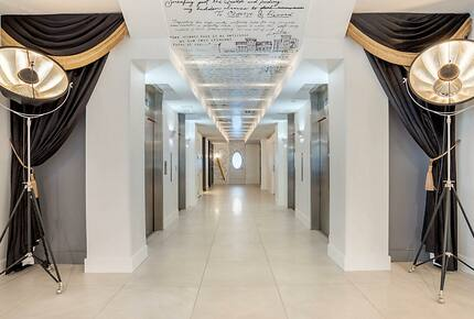 Home exchange in New Orleans LA, elevator hallway with ceiling designs