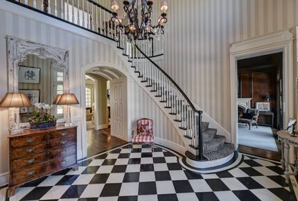 Home exchange in Charlotte NC, grand foyer with chandelier